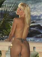 Hot blonde bombshell nude outside from Babe Fox