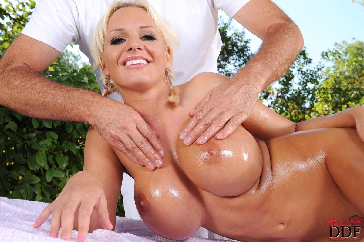 Сиськастые блондинки порно, Большие сиськи - Смотреть бесплатно порно видео 16 фотография